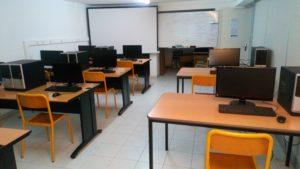 Salles avec ordinateurs fixes